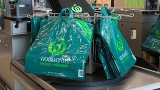 Woolworths leads the way in plastic bag phase-out